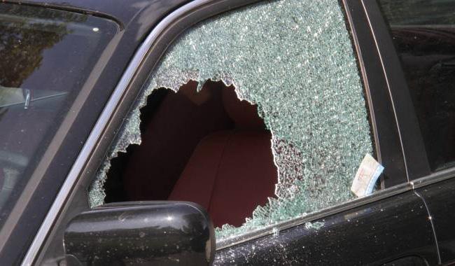 vetro-rotto-auto