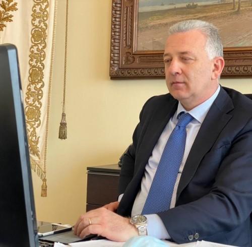 Il sindaco Peracchini legge Sentimenti spezzini
